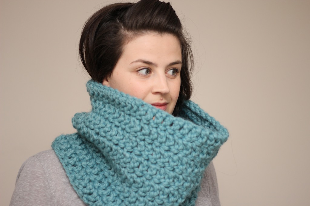 Chunky Crochet Cowl Snood In Mint Green On Luulla